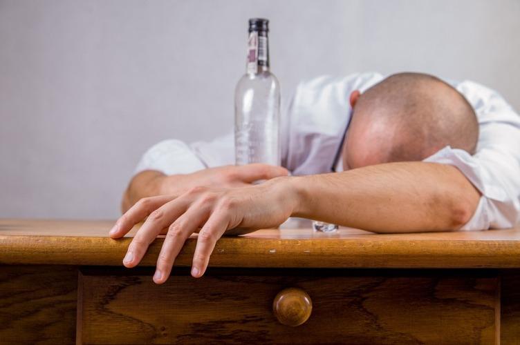 Почему нельзя вылечить алкоголизм в домашних условиях?