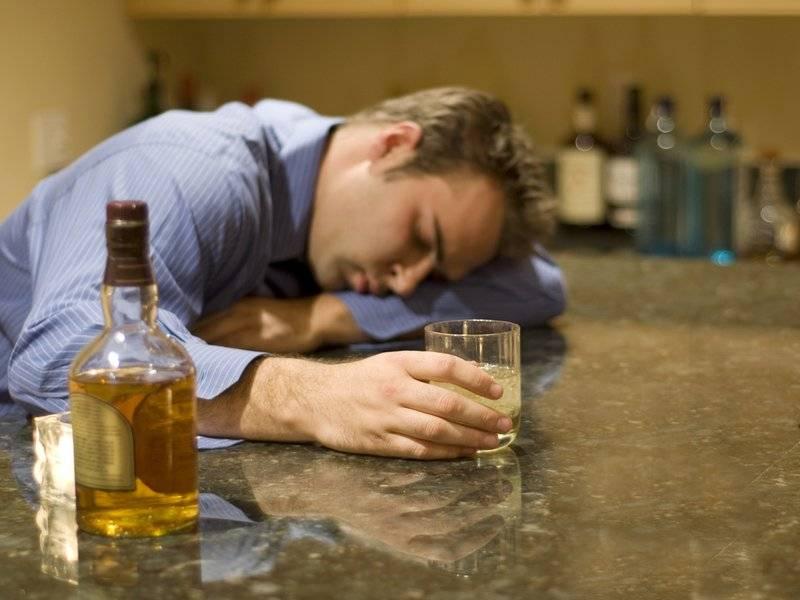Алкоголик на работе